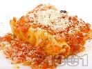 Рецепта Канелони със сирене, гъби печурки, яйца, доматен сос и пармезан на фурна